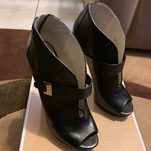 Micheal Kors Guiliana Peep Toe Bootie. Size 9 1/2M